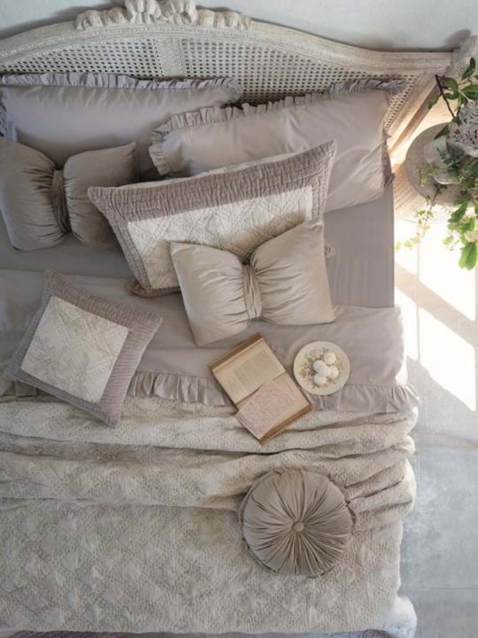 Cuscino fiocco in velluto beige