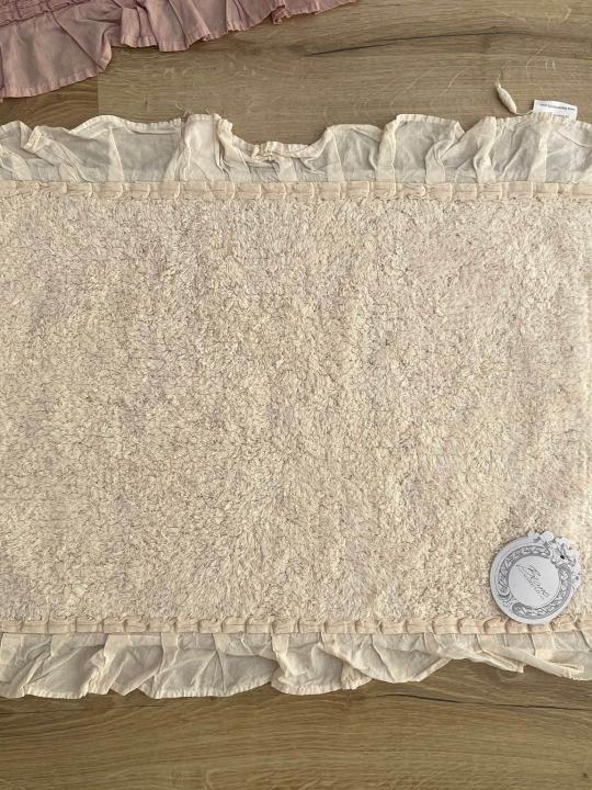 Tappeto panna rettangolare con frills