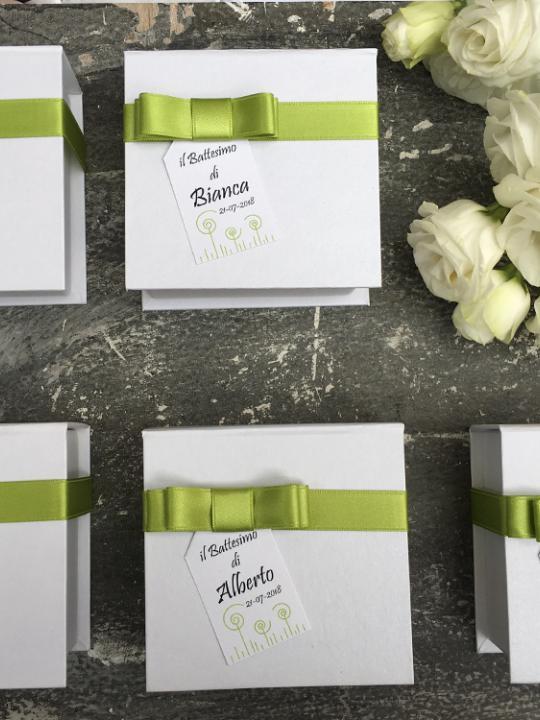Box confettata con tag personalizzato