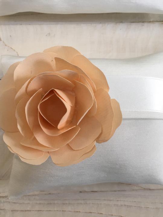 Busta con rosa in carta personalizzata